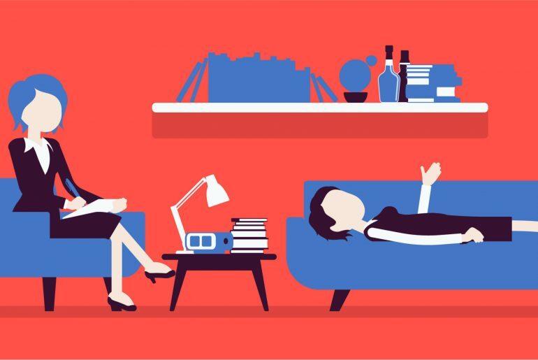 Na imagem, tem-se um setting terapêutico. A paciente está deitada no divã, enquanto a psicóloga está sentada atrás dela escutando.