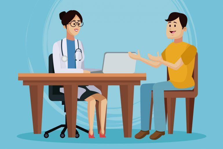 Na imagem, um homem sentado gesticula e fala com uma médica, que toma notas em seu laptop.