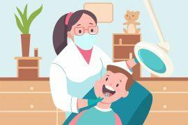 Na imagem, um menino está sentado na cadeira de uma dentista enquanto ela o atende.