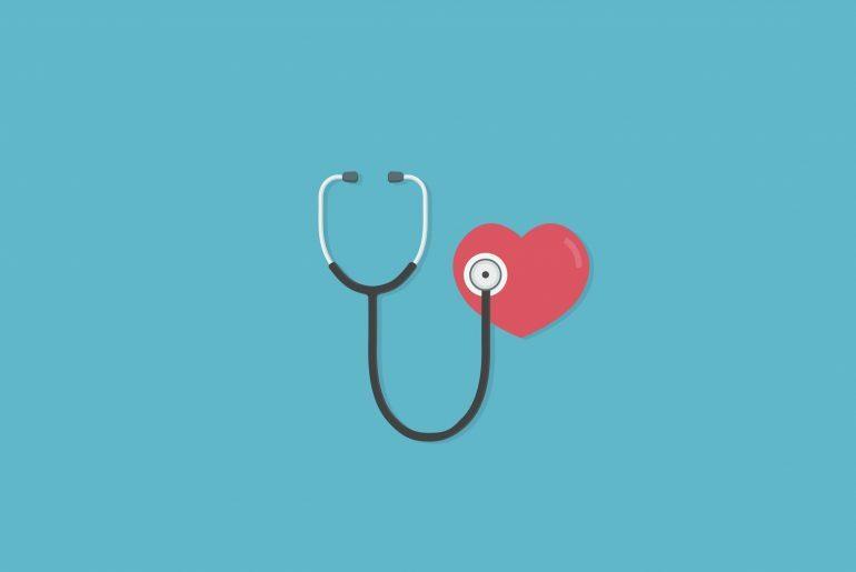 Na imagem, um estetoscópio ligado a um coração.