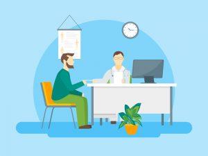 Na imagem, dentro de um consultório médico, estão dois homens: um médico e um paciente.