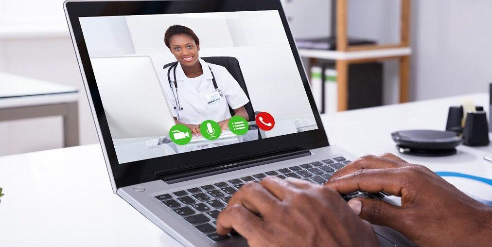 Paciente Realizando Telemedicina