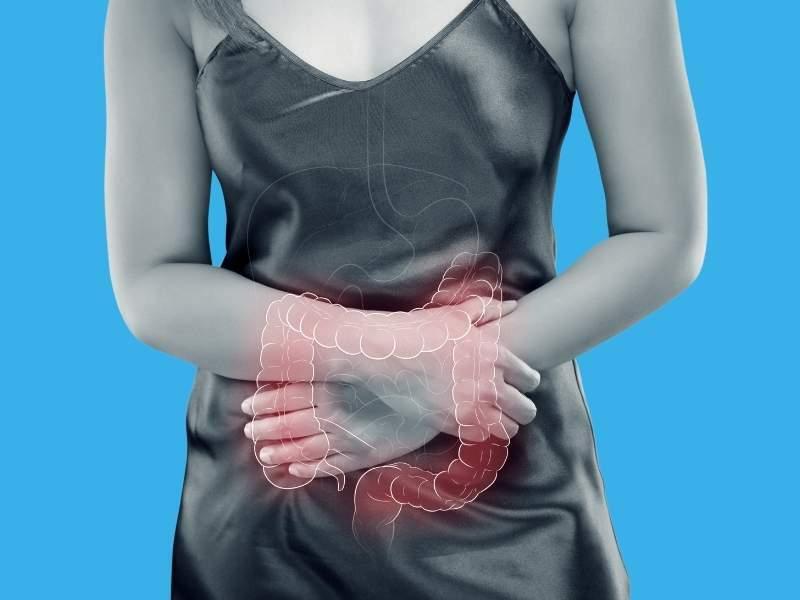 Imagem ilustrativa de mulher com irregularidade no intestino.