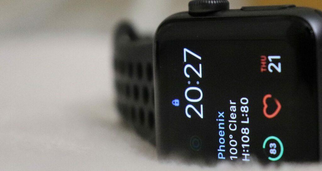 apple watch verificando batimentos cardiacos e taquicardia, sintomas de ansiedade