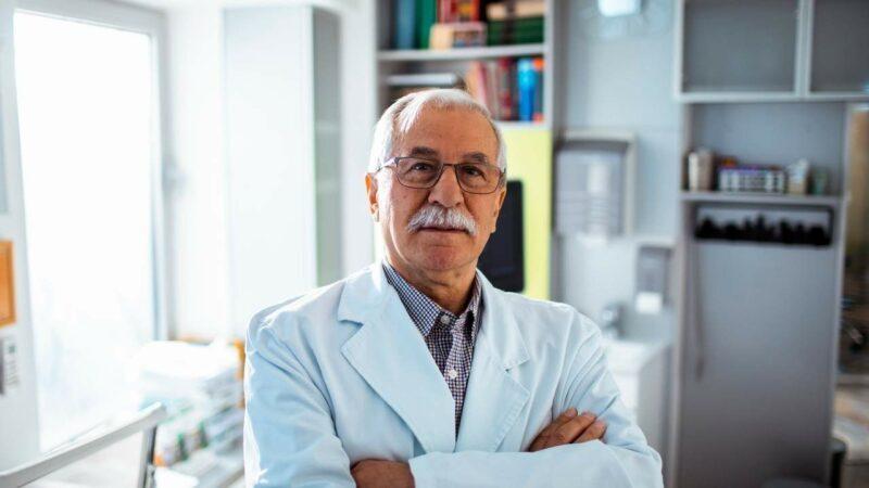 Descubra quando você deve se consultar com um médico mastologista.